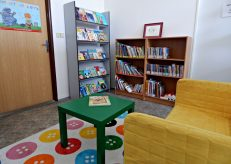 library-with-green-table